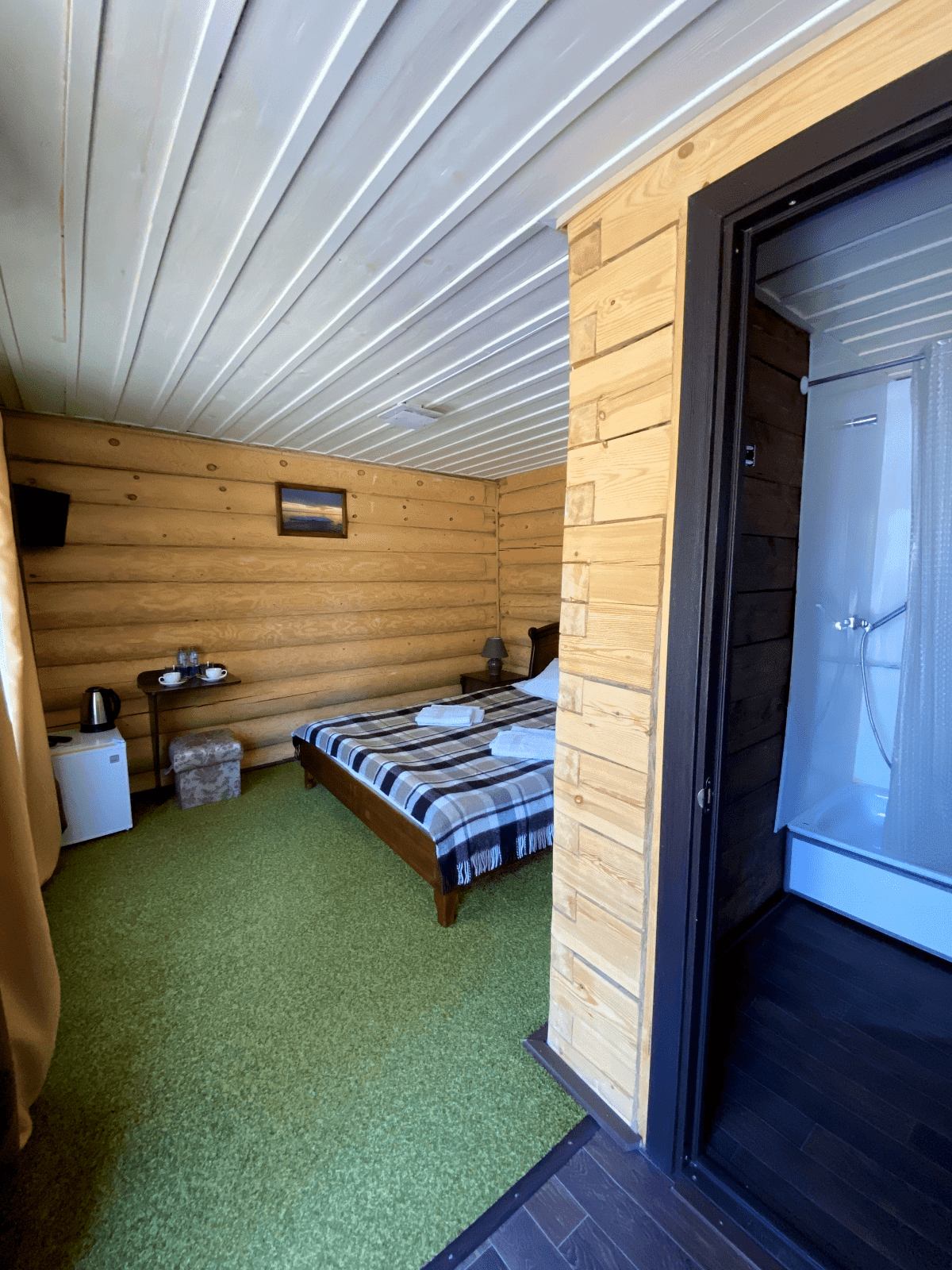 Отдельностоящий домик из бревна DBL одноместное/двухместное размещение